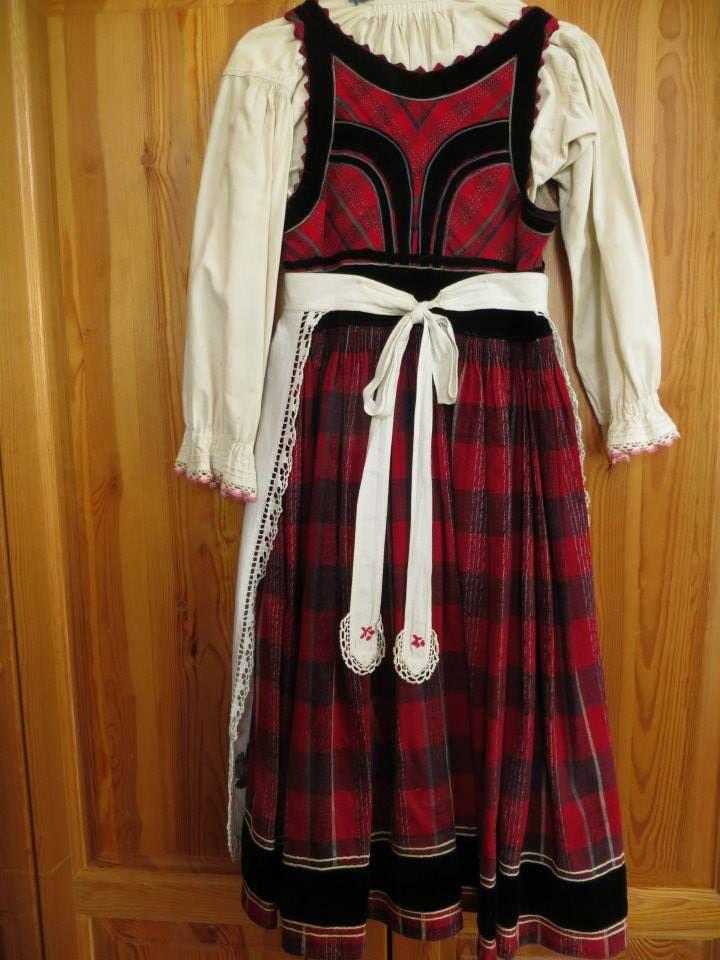 Szekelyfold; Transylvania; Hungarian; back of dress photo credit: Linda Teslik
