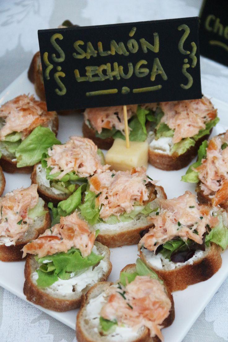 Ideas para cumpleaños 60 al aire libre - Carteles comidas - Cóctel - Aperitivos - Luces en la terraza -Flores y muchas más ideas.