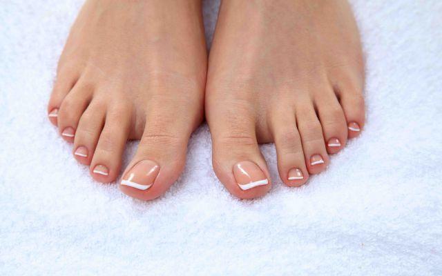 Perchè le unghie sono rigate e striate? Molti di noi hanno le unghie dei piedi e anche delle mani rigate con delle striature o verticali o o unghie piedi salute