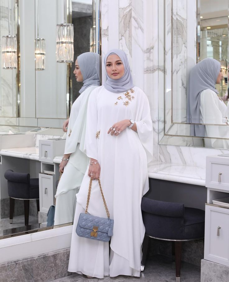 """85k Likes, 601 Comments - Noor Neelofa Mohd Noor (@neelofa) on Instagram: """"Confidence is believing yourself when no one else does  Feeling pure and bold with @swarovski…"""""""