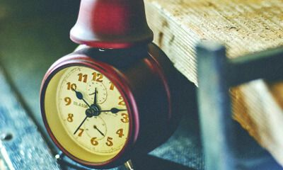 【楽天市場】目覚し時計【Linard [ リナード ]】時計|目覚まし時計| 駅やホテルをイメージしてデザインしたシックな目覚し時計。時計|目覚まし時計|おしゃれ|レトロ|とけい|目覚まし|可愛い|デザイン|ベル:ヒナタデザイン