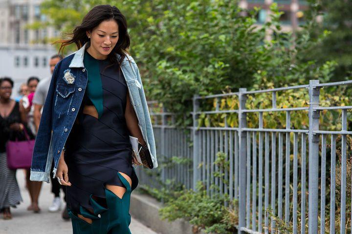 Street-Style New York Fashion Week F/S 2016 #Jeansmantel // Foto © TheUrbanspotter