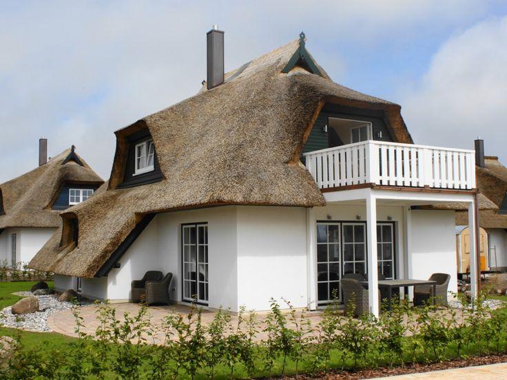 Binsenkate * * * * * in Zinnowitz: 3 Schlafzimmer, für bis zu 6 Personen, ab 485 € pro Woche. 5 Sterne-Traumhaus mit Reetdach,Kamin,Sauna,Badew.,Balkon mit Achterwasserblick | FeWo-direkt