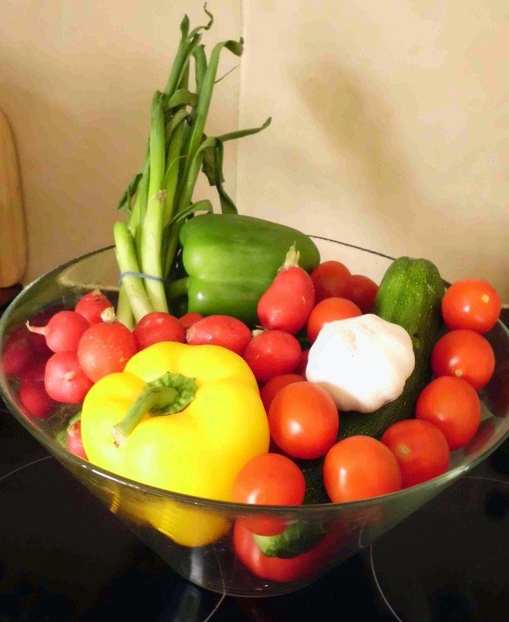 zöldséges tál / Életmódváltás a konyha szekrényben: avagy milyen hozzávalókra lesz szükségem az egészségesebb élethez?