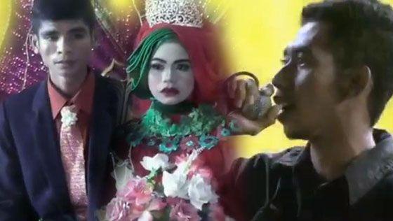 Video Cowok Sumbang Lagu di Acara Pernikahan Mantan Hebohkan Facebook | Pitek Walek