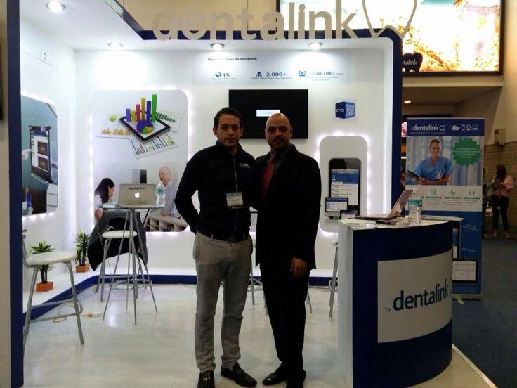 En la foto les dejamos al presidente de la #amic junto con nuestro representante nacional durante su vista a nuestro stand #amic #mexico #dentalink #dentalinkmexico