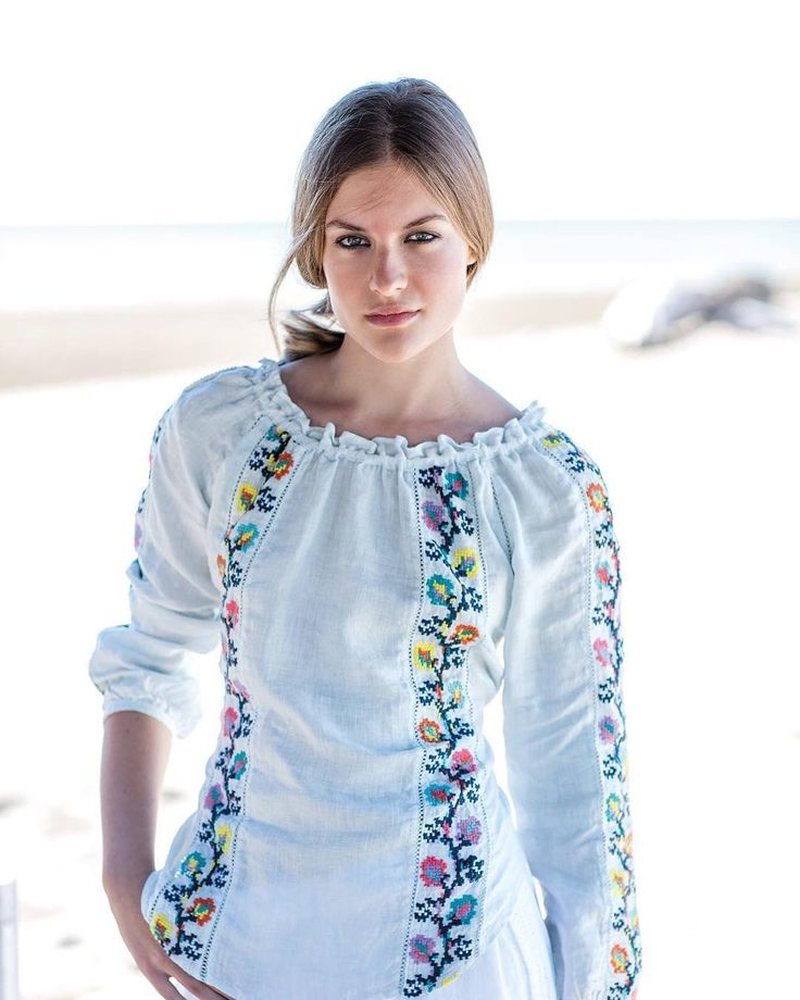 Floral embroideries with a folk typical spirit!  #120lino #floral #linenshirt #linen #lino #shirt #blue #folk #embroideries #beach #outfit #outfitinspiration #trend #travel #travelling #style #store #milano #shopping #woman #fashion #fashionstyle #120percento