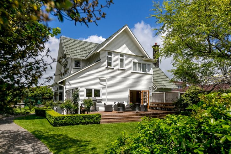 Since the 1920's this stunning piece of architectural history has been turning heads with its timeless design and style. Quality original features abound including polished timber and leadlights. With living areas designed for all-day sun, the...