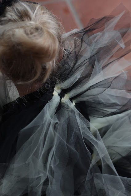 DIY TULLE HALLOWEEN COSTUME WINGS