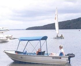Includes free use of an outboard runabout. Great for boating or #swimming being just 100 metres from the lakes edge and 1200 metres from the ocean beach. #ElizabethBeach #Boating www.ozehols.com.au/2539