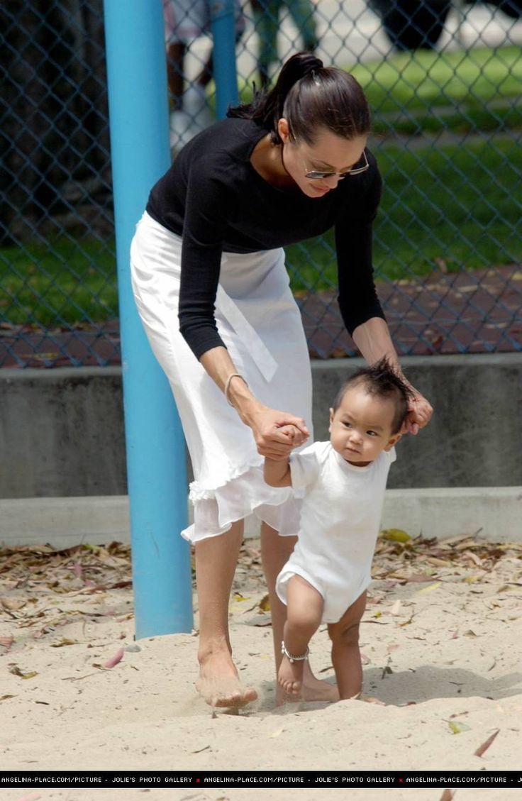 2002/04/13 - With Maddox at the park in Santa Monica - 130702 Jolie Maddox Stana Monica 06 - Angelina Jolie Photo