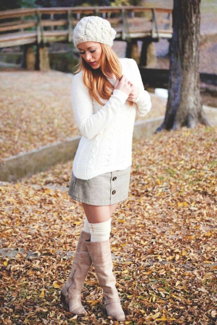 jolies jambières blanches et des bottes en cuir, une tenue simple et décontractée