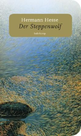 'Der Steppenwolf' ist die Geschichte von Harry Haller, der sich im Zustand völliger Entfremdung von seiner bürgerlichen Welt 'eine geniale, eine unbegrenzte furchtbare Leidensfähigkeit herangebildet' hat. Die innere Zerrissenheit Hallers ...