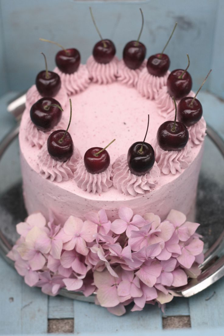 Cherry Cake / Třešňový dort https://www.devceuplotny.cz/Foodblog/Recepty/Dorty/Tresnovy-dort