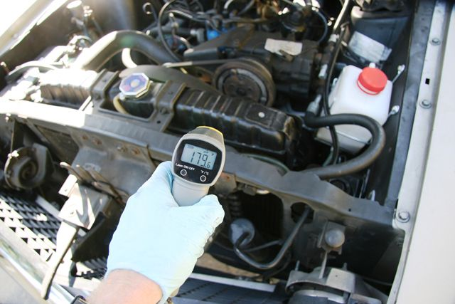 Check the radiator coolant and add the required amount to top it up. While the coolant serves the purpose of cooling the car engine it prevents the radiator water from freezing up in extreme temperatures. #carlifestyle #carsdaily #itswhitenoise #cool #picoftheday #mechanic #grease #cargrease #carservice #carrepair #localbusiness #carlovers #autorepair #autoshop #autorepairshop #oilchange #vehiclemaintenance #tirecare