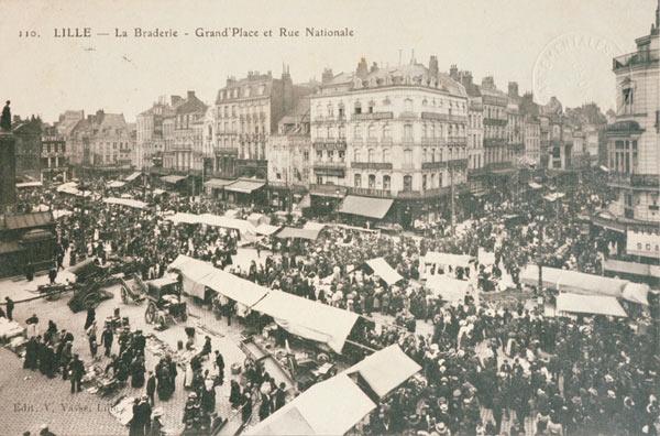 Une carte postale de la Braderie Grand place. Date inconnue