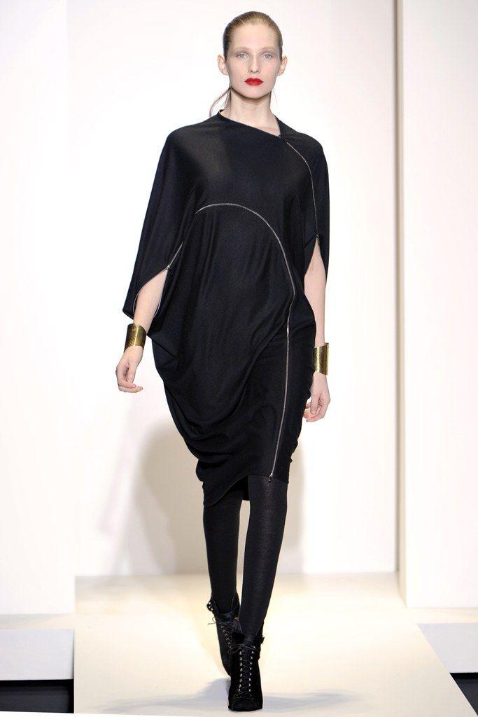 Nicole Farhi Fall 2011 Ready-to-Wear Fashion Show - Kelsey Van Mook