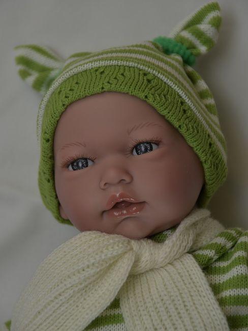 Realistické miminko chlapeček Samuel v zeleném od firmy Guca ze Španělska