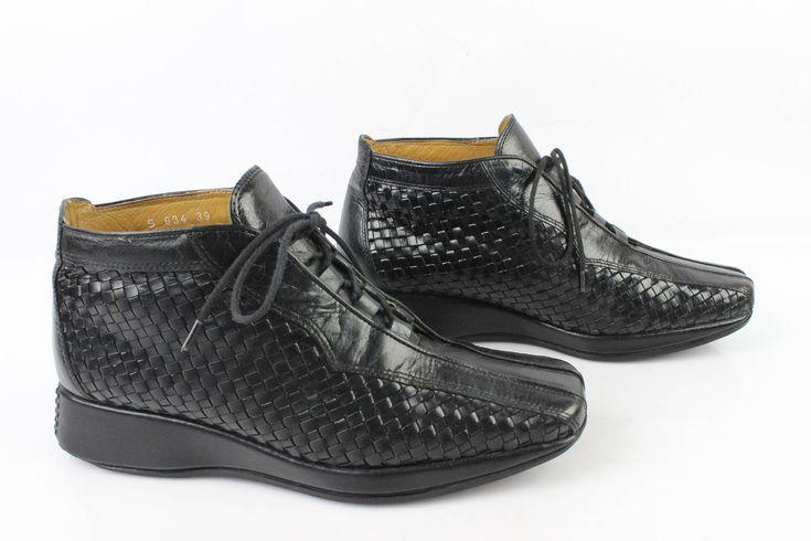 Voici ce que je viens d'ajouter dans ma boutique #etsy : VINTAGE Boots à Lacets HEYRAUD Cuir tressé Noir Uk 5,5 / Fr 39 Très Bon Etat (3) http://etsy.me/2F8W4dK #vetements #chaussures #femmes #noir #vintage #boots #bottines #lacet #cuirtresse