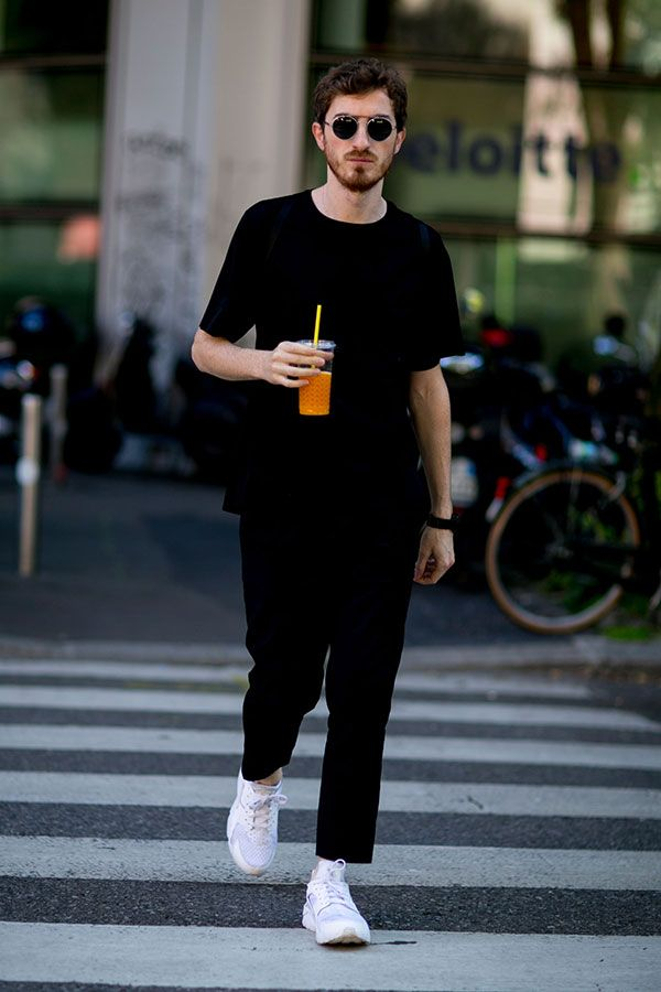 2016-08-13のファッションスナップ。着用アイテム・キーワードはサングラス, スニーカー, 無地Tシャツ, 黒パンツ, 黒Tシャツ, Tシャツ,Nike(ナイキ)etc. 理想の着こなし・コーディネートがきっとここに。| No:157947