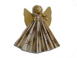 Angel with Ferrero Rocher http://www.lisa-freundeskreis.de/files/u31740/BIL_engel_rocher.jpg