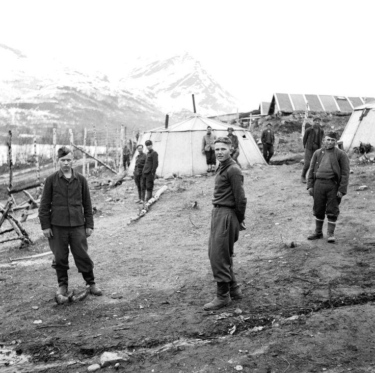 Bývalý sovětských válečných zajatců mlýn o jejich bývalého zajateckého tábora v dalekém severu Norska krátce po propuštění po exilových norských sil umístěných ve Velké Británii retook region z německé okupace.  Laksvatn, Balsfjord, Troms, ...