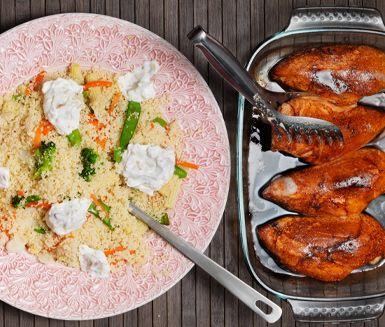 Marinerad kycklingfilé med couscous med mandelyoghurt