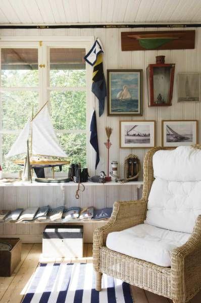 thème marin, alternance de tableaux et objets