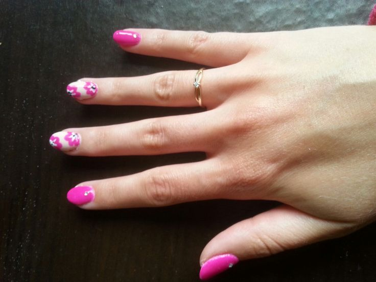Floral nails flowers pink nails