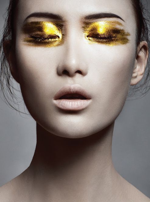 Whoa, STUNNING! A tip for translating this editorial look into daily life: Use a gold liquid liner layered above a thin black line for an unexpected flash of drama. #PartyLooks