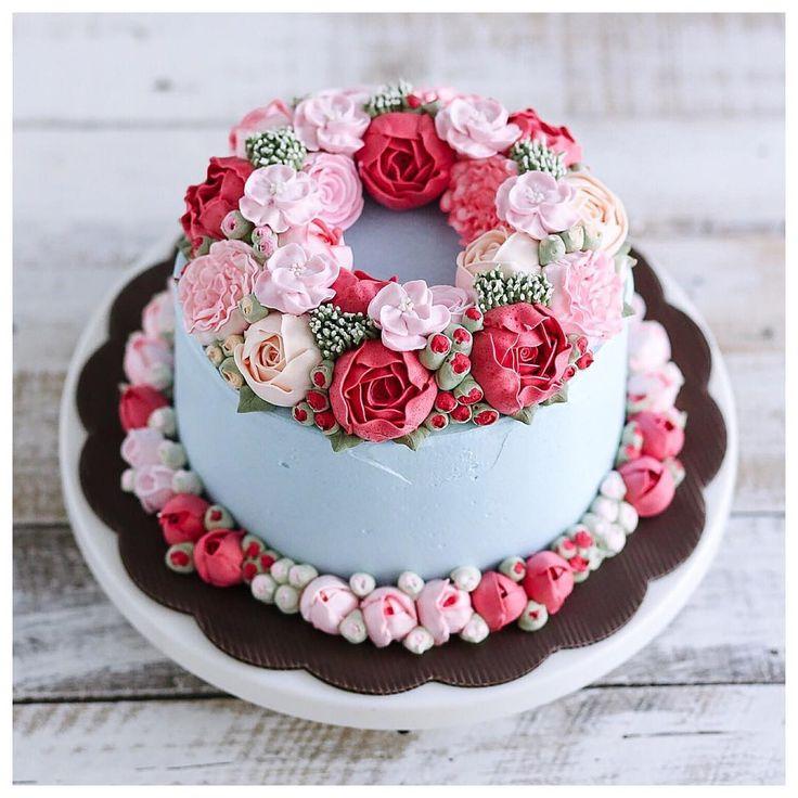 Double flower wreath buttercream cake 😘💕