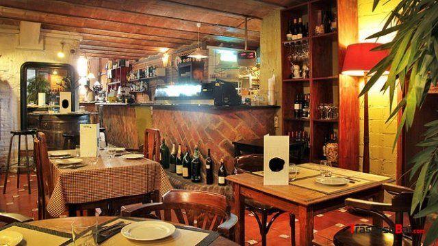 Se Traspasa #Restaurante de diseño rústico en Eixample dret de #Barcelona, muy cerca del Passeig Sant Joan. El local tiene 98 m2 distribuidos en 1 sola planta, reformado. + info en: http://www.traspasobar.com/anuncio/barcelona/restaurante-al-lado-de-plaza-tetuan-14122.html