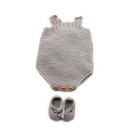 Patucos y peto de bebé Marbella. Todos los patrones son gratuitos en http://costurea.es , en la página de cada kit dale a descargar patrón.