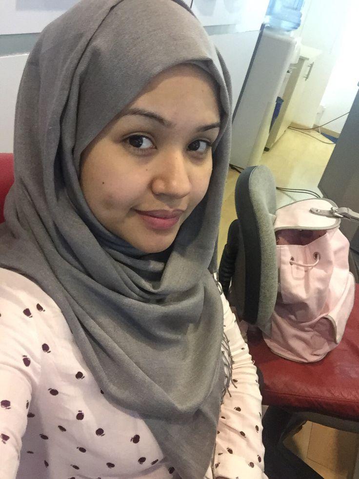 gray turkish hijab, pull&bear shirt , pink bagpack   seham