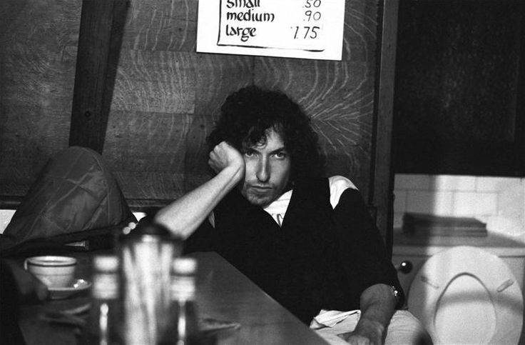 Bob Dylan visits a-massachusetts-diner-during-a-stop-on-the-rolling-thunder-revue-tour-1975