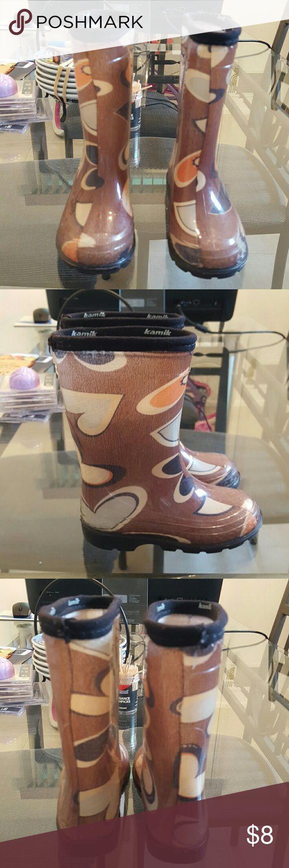 Toddler Rain Boots EUC Tannish Bown w/colorful heart shapes Kamik Shoes Rain & Snow Boots