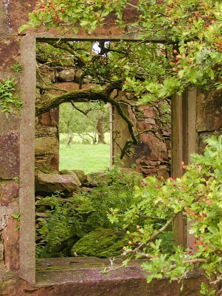 ARRAN Abandoned farm house on Machrie Moor, Isle of Arran, Scotland.
