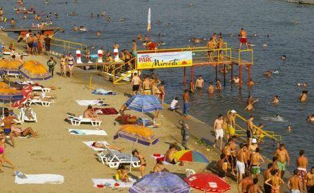 Statiunea Amara, Plaja lacul amara
