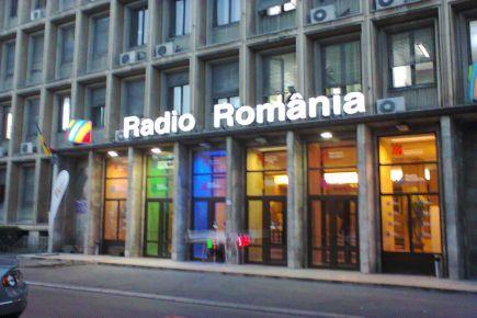 Antena Satelor: Dezbatere proiect de modificare a legii de funcţionare a SRR şi SRTV www.antenasatelor.ro/radio/18572-antena-satelor-dezbatere-proiect-de-modificare-a-legii-de-funcţionare-a-srr-şi-srtv.html