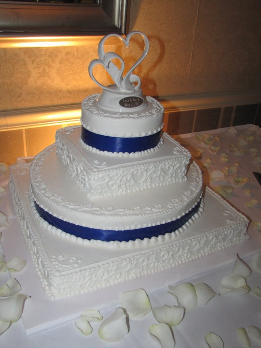 royal blue wedding cakes - Bing Images this is kind of resembles the cross stich i am doing with the 2 hearts 1 love theme...