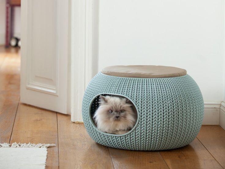 The Cozy House is beautiful, functional and enclosed pet bed which creates a snug nook, perfect for cats or small dogs. Place the cushion on top, or flip the nest over to reveal more of the deep textured beautiful knit design that perfectly matches your décor. – 2 levels bed – Reversible design – Cozy knit texture