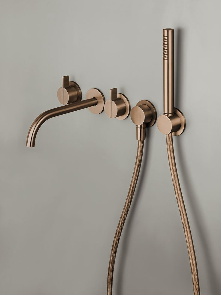 Piet Boon designkranen bycocoon.com | Piet Boon® by COCOON | moderne rvs badkamerkranen ontworpen door Piet Boon voor het design merk COCOON | badkamer design | minimalist | stainless steel complete bathroom set with handshower in Raw Copper finishing | Dutch Designer Brand COCOON