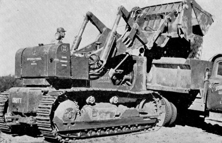 Drott Corporation, at that time a subsidiary of International Harvester, offered a complete loader package for the TD-20 incorporating its famous skid-shovel arrangement. This is a TD-20 201 series with lengthened track frame and some extra counterweight on the rear. These machines were well liked, if a little labour-intensive to operate