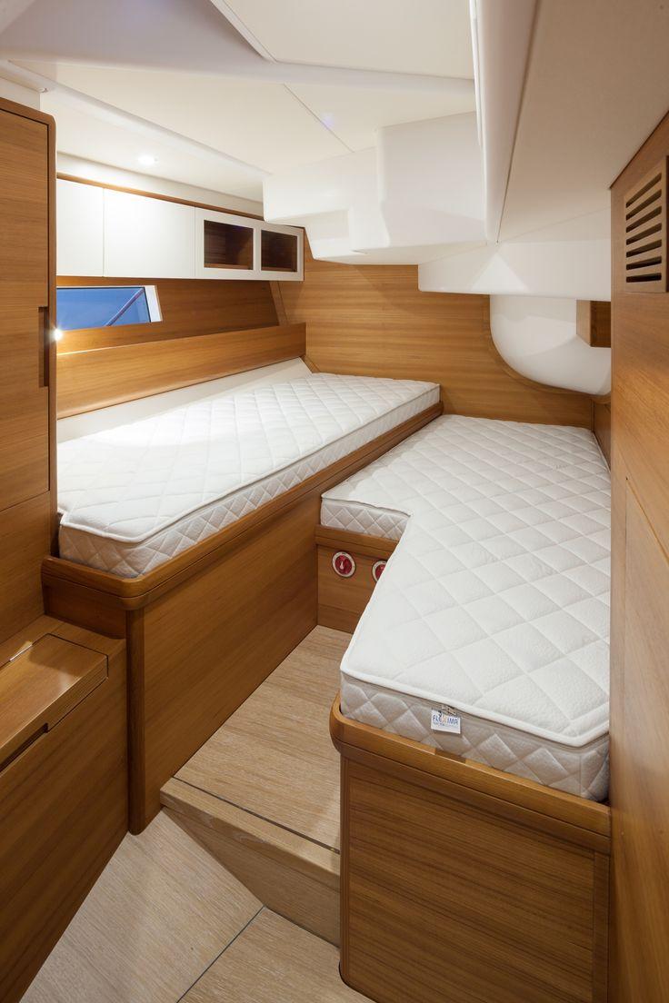 # Solaris 58 - teak interior