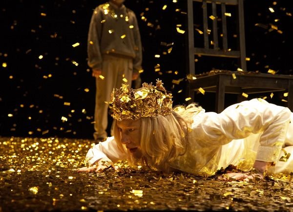 Cate Blanchett in Sydney Theatre Company's 'The War of the Roses'.  Directed by Benedict Andrews, Production Design by Alice Babidge. Photo – Tania Kelley.