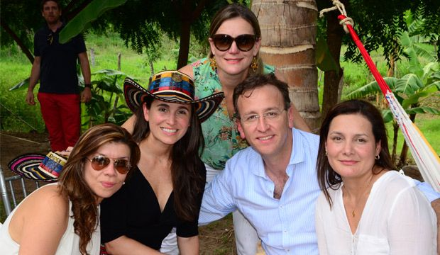 Durante el segundo día del Festival Vallenato en Valledupar los asistentes estuvieron de fiesta por la ciudad al ritmo del festival.