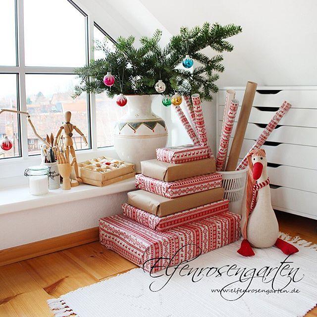 Nun ist alles beisammen ☺️ mein Zimmerchen ist zur Zeit immer abgeschlossen😅 damit keine neugierigen Nasen reinlunschen. Weihnachtsgans Auguste passt auf 😜 #romantisch  #landliebe #garden #landleben #advent #gartenliebe #landliv #romantic #garten #gardening #christmas #weihnachten #winter  #gemütlich #geschenke #gifts #present
