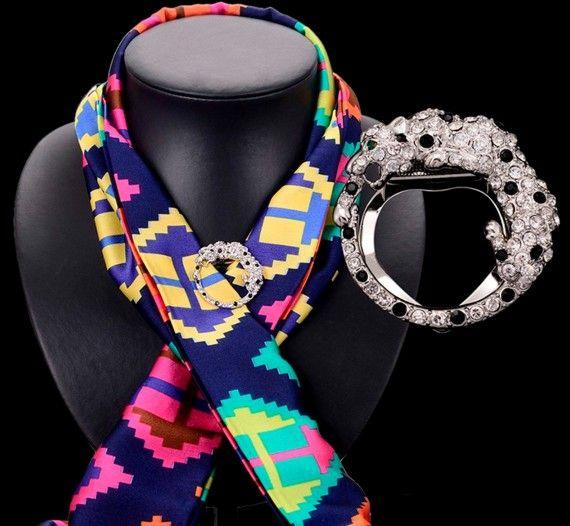 Животное дизайн леопардовым принтом Scarves пряжки для женщин мода шелковый шарф аксессуары белый и черный кристалл контактный брошь позолоченный.