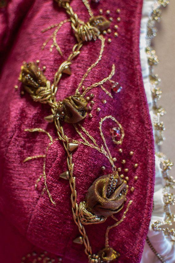 Purplish red fantasy dress por DressArtMystery en Etsy