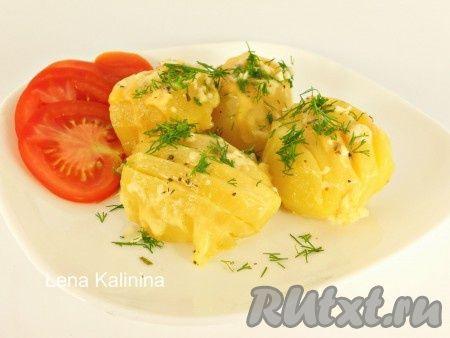 Картофель с сыром в мультиварке - отличный гарнир. Такой картофель можно подать с мясом и на праздничный стол, и просто на ужин. Картофель получается очень ароматным, со сливочно-сырным вкусом! Советую!